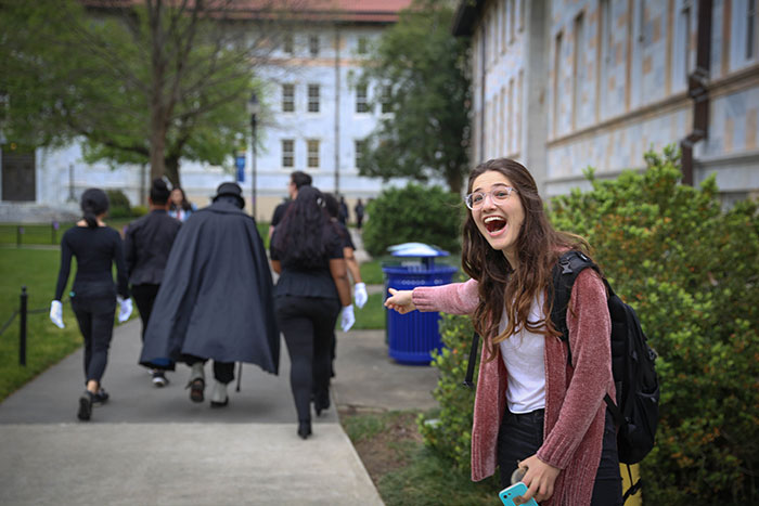 A student points excitedly at Dooley making her away around campus