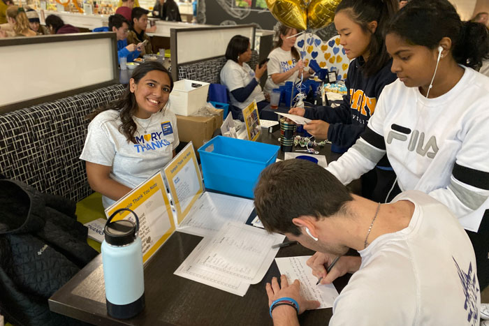 Students at Oxford sign thank you cards to donors