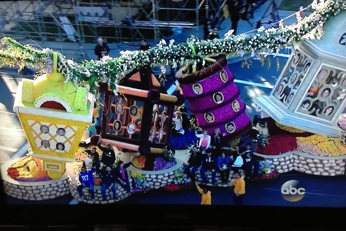 "2014 Donate Life float themed ""Light Up the World"""