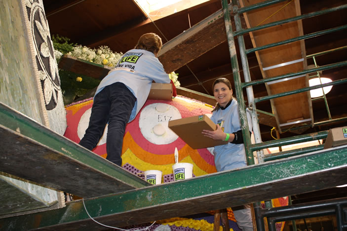 Emory transplant surgeon Dr. Nicole Turgeon decorates the Donate Life float.