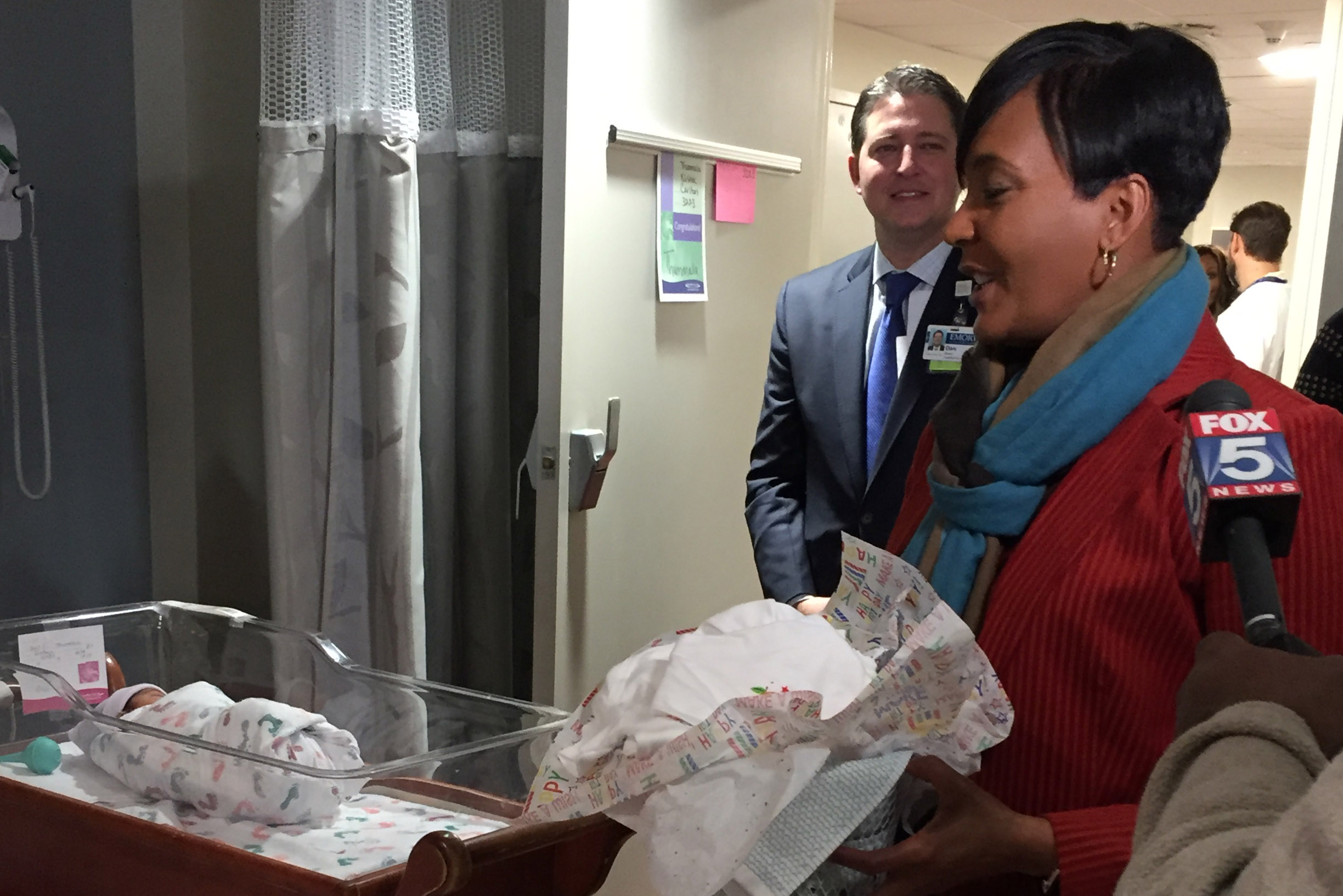 Atlanta Mayor celebrates birthday with gifts to new babies