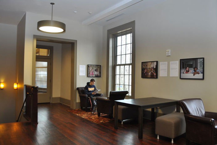 Drop ceilings that were installed years ago were removed, and the original ceiling height of more than 12 feet has been restored. This allows for the original large window openings to be fully used, creating spaces filled with natural light.